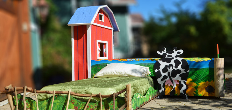Custom designed hand painted kids farm trundle bed